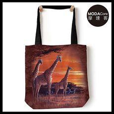【摩達客】(預購) 美國The Mountain 夕陽長頸鹿 藝術環保托特包