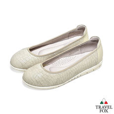 Travel Fox(女)- 大地迷? 进口裂纹羊皮直套式旅狐娃娃鞋- 泥沙白